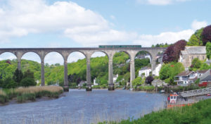 Train on the Calstock viaduct on the Tamar Valley Line